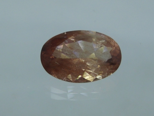 Oregon Sunstone, 5.56 cts., schiller